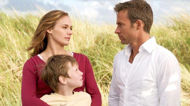 Die alleinerziehende Katja (Sonsee Neu, l.) hat ihrem sechsjährigen Sohn Lass...