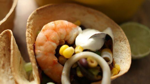 Meeresfrüchte-Chili in Tortilla-Schälchen
