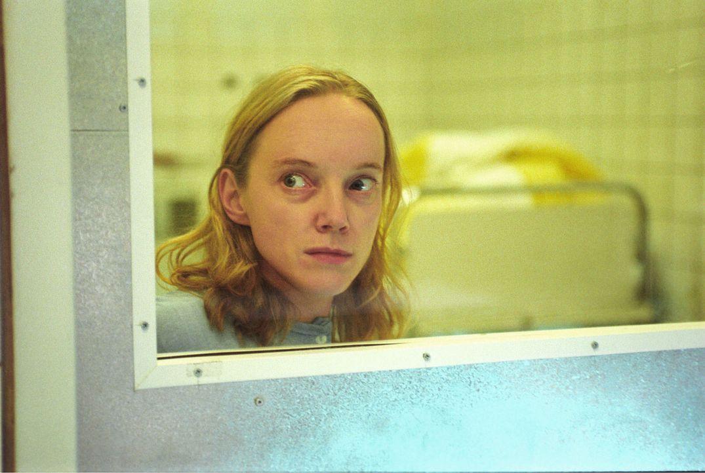 Auch die junge Patientin Janine (Claudia Geisler) wird ein Opfer der ehrgeizigen Foschungen von Professor Winkler. - Bildquelle: Thiel Sat.1
