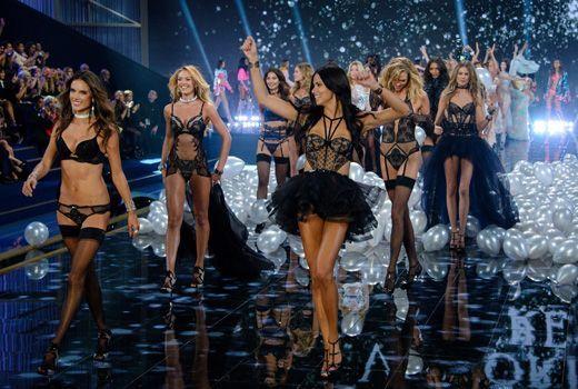Finale schwarz mit Adriana und Alessandra - Bildquelle: WENN.com