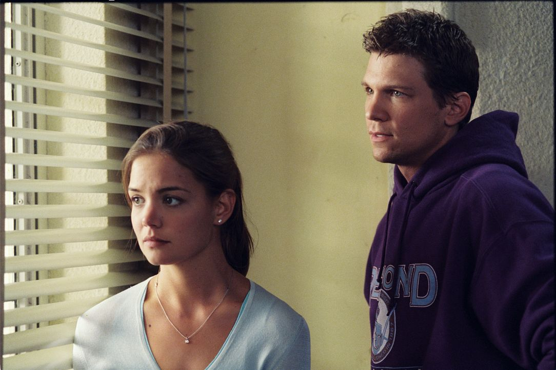 Schon bald erkennt Samantha (Katie Holmes, l.), dass das College und das Leben als Teenager viel mehr zu bieten hat, als sie es sich je hätte träu... - Bildquelle: Epsilon Motion Pictures GmbH
