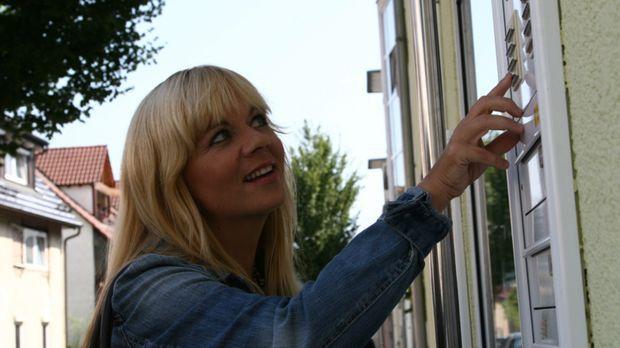 Julia Leischik reist um den Erdball, um nach vermissten Personen zu suchen .....