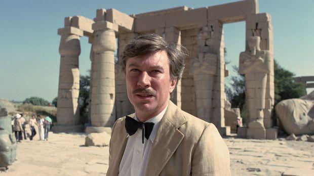 Der englische Archäologe Howard Carter (Robin Ellis) entdeckt nach jahrelange...