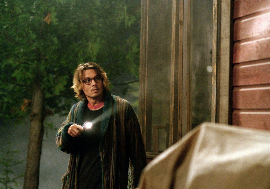 Der erfolgreiche Autor Mort Rainey (Johnny Depp) steckt gerade in einer tiefen Lebenskrise. Während seine Noch-Ehefrau im ehemals gemeinsamen Haus... - Bildquelle: Sony Pictures Television International. All Rights Reserved.