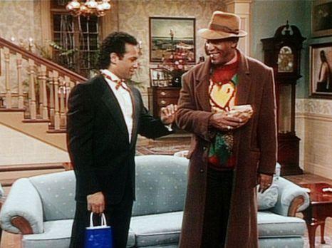 Bill Cosby Show - Elvin (Geoffrey Owens, l.) und Cliff (Bill Cosby, r.) sind...