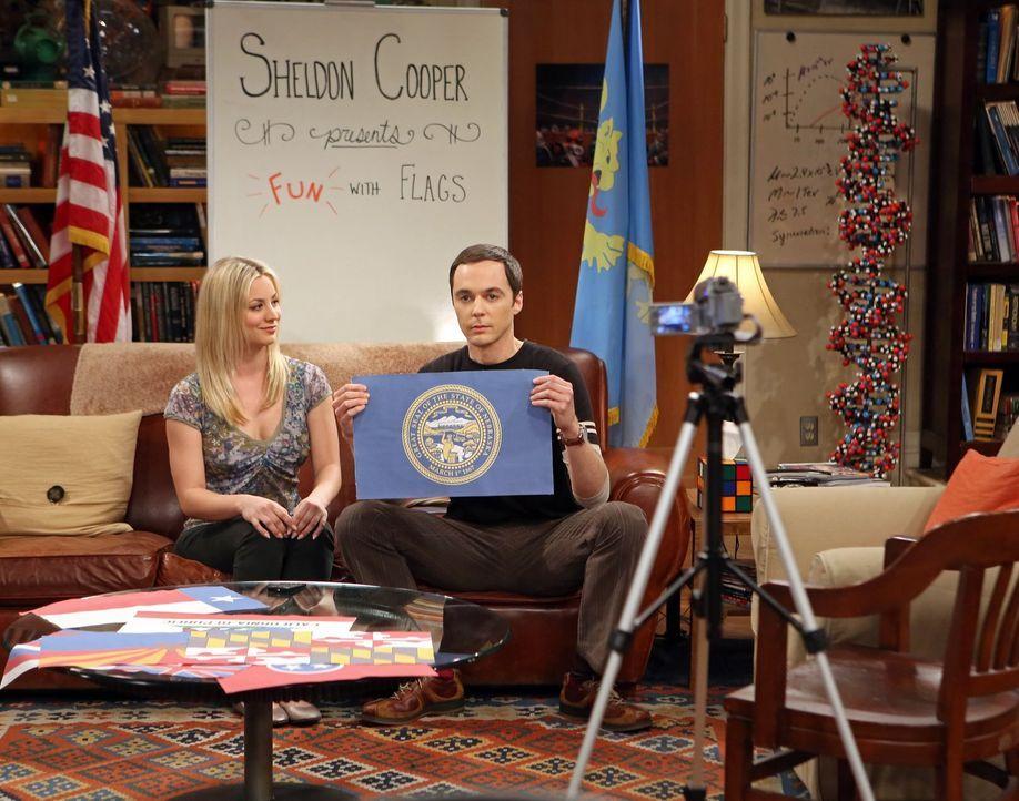 """Sheldon (Jim Parsons, r.) lernt, was es heißt, jemandem einen Gefallen zu tun: Weil Penny (Kaley Cuoco, l.) ihm bei """"Spaß mit Flaggen"""" geholfen hat,... - Bildquelle: Warner Bros. Television"""