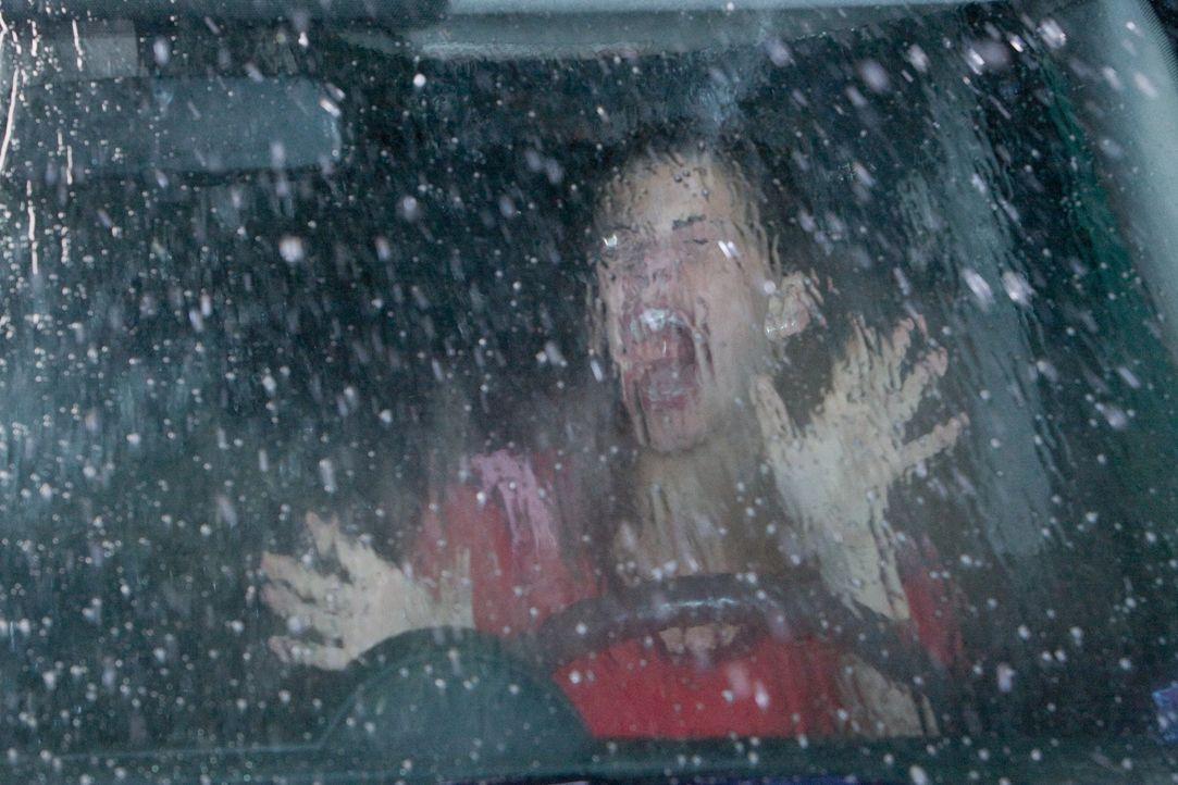 Eine Autowaschanlage außer Rand und Band: Kann Nick Janet (Haley Webb) retten? - Bildquelle: MMVII New Line Productions, Inc.