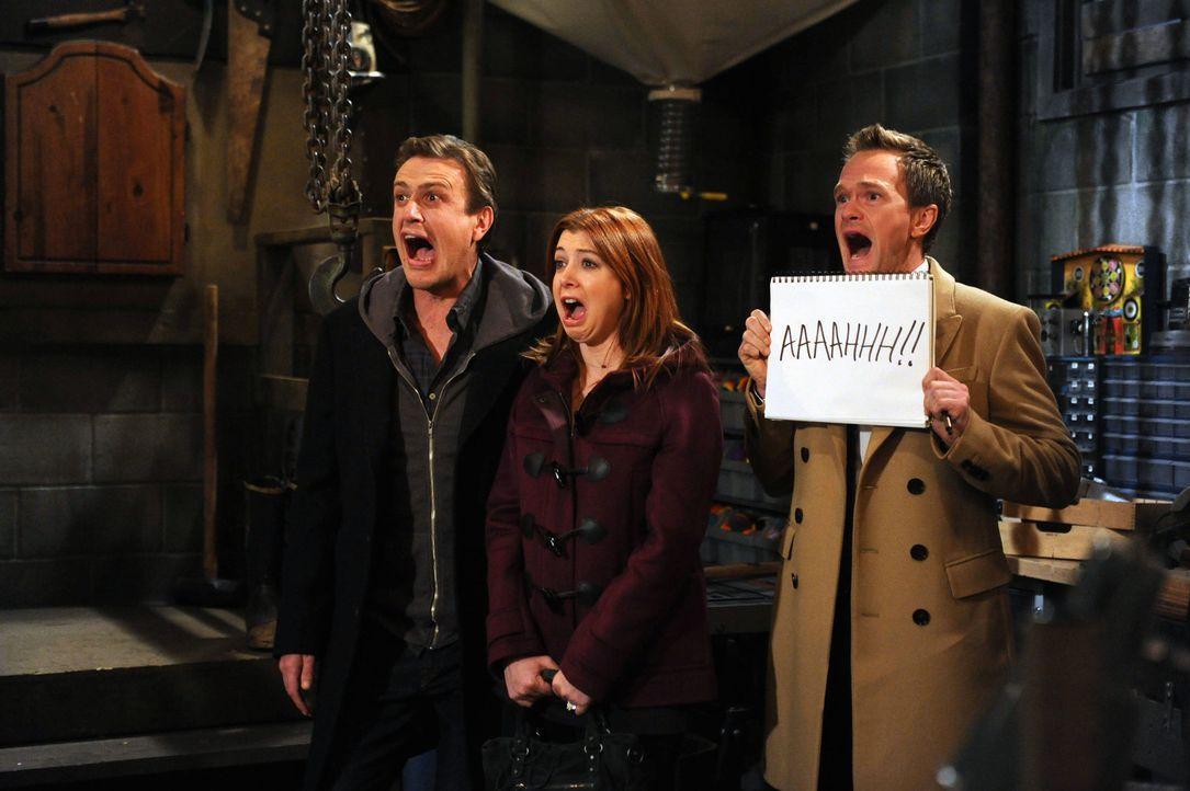 Was ist mit Barney (Neil Patrick Harris, r.), Marshall (Jason Segel, l.) und Lily (Alyson Hannigan, M.) nur los? - Bildquelle: 2012 Twentieth Century Fox Film Corporation. All rights reserved.