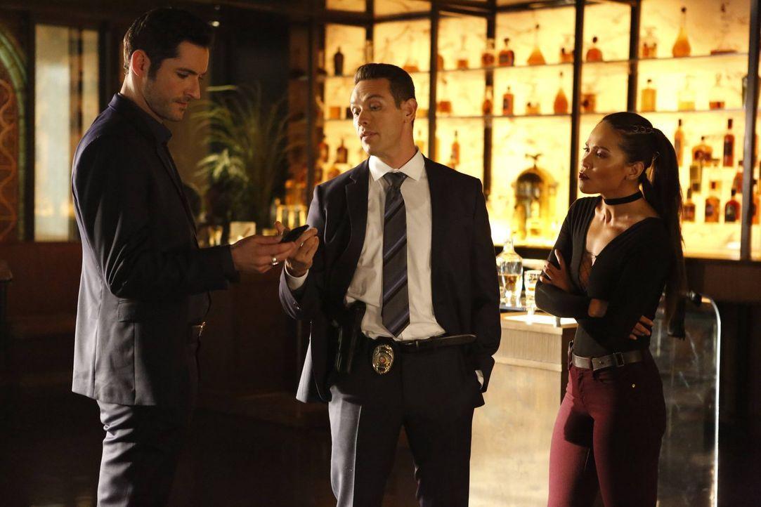 Lucifer (Tom Ellis, l.) und Dan (Kevin Alejandro, M.) setzten alles daran, dass der Mörder von Chloes Vater seine gerechte Strafe bekommt. Unterdess... - Bildquelle: 2016 Warner Brothers