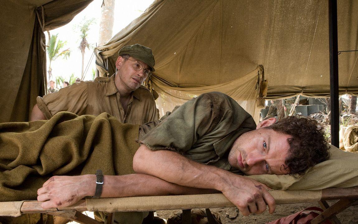 Bob (James Badge Dale, r.), bekommt Depressionen, ist traumatisiert und leidet unter Bettnässen. Als er eines Tages eine Pistole findet, will er die... - Bildquelle: Home Box Office Inc. All Rights Reserved.