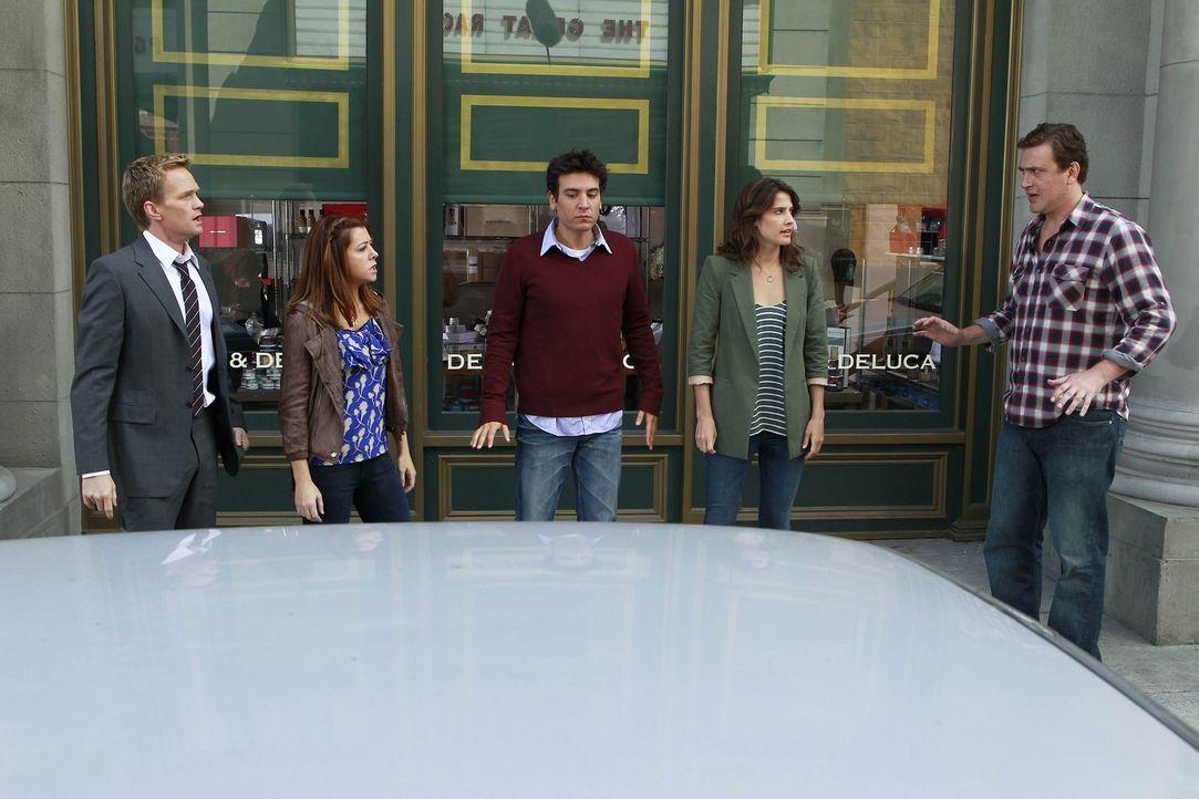 Jeder gegen jeden: Ted (Josh Radnor, M.), Marshall (Jason Segel, r.), Barney (Neil Patrick Harris, l.), Lily (Alyson Hannigan, 2.v.l.) und Robin (Co... - Bildquelle: 20th Century Fox International Television