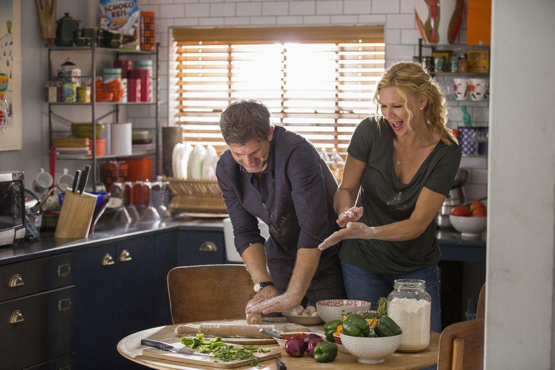 Wider Willen verlieben sich die beiden Heiratsschwindler Annabel (Veronica Ferres, r.) und Tom (Steffen Groth, l.) ineinander, obwohl sie beide kurz... - Bildquelle: Charlie Sperring SAT.1