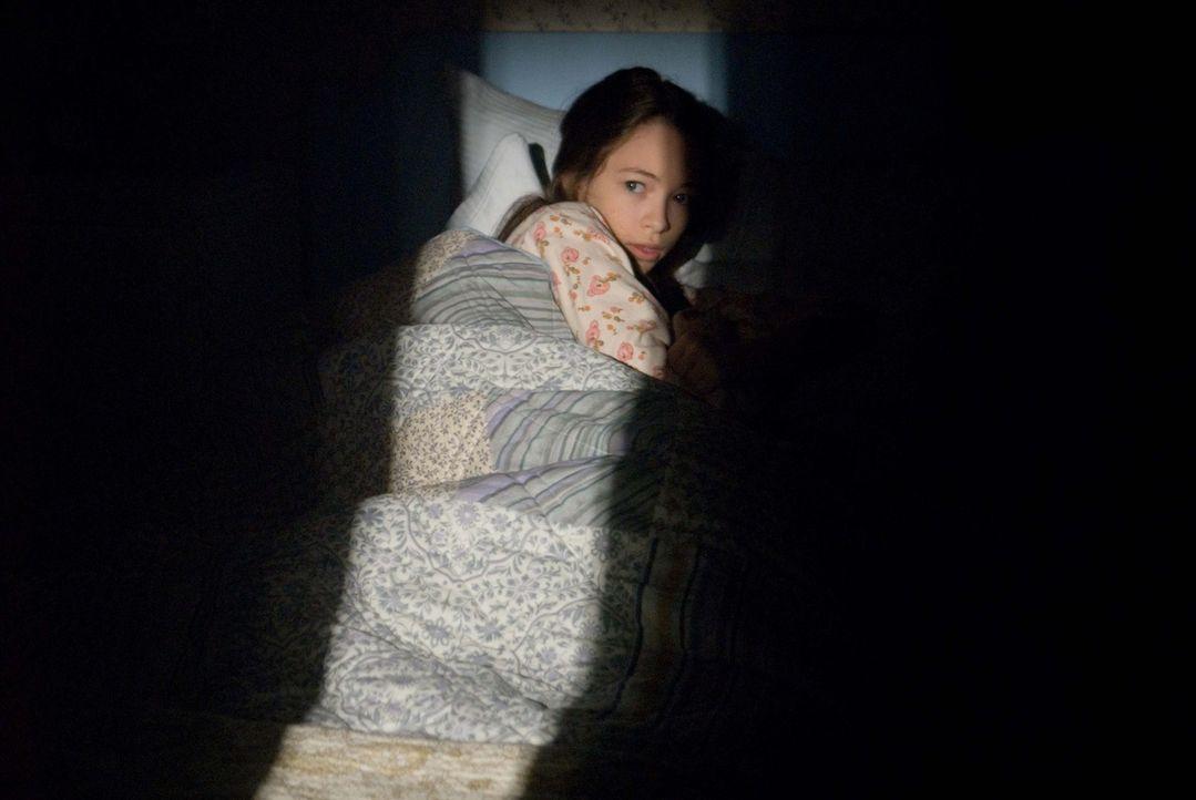 Kaum in ihrem Haus eingezogen, reift in Emily ein furchtbarer Verdacht: Lilith (Jodelle Ferland) ist das pure Böse ... - Bildquelle: Kimberley French 2010 PARAMOUNT PICTURES.  All Rights Reserved.