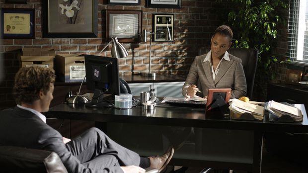 Patrick Jane (Simon Baker, l.) trifft auf die neue Abteilungsleiterin Madelei...