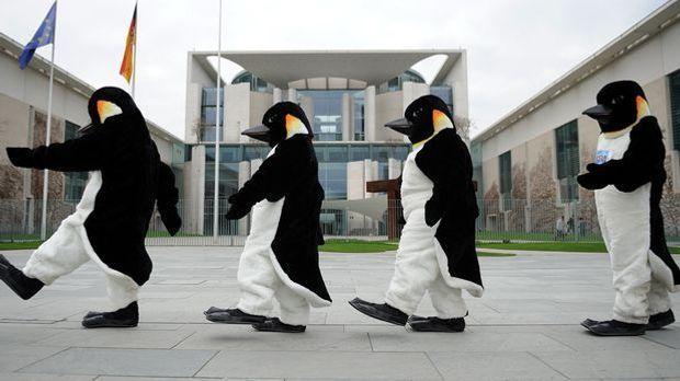 Das perfekte Gruppenkostüm: Gehen Sie als Pinguine!