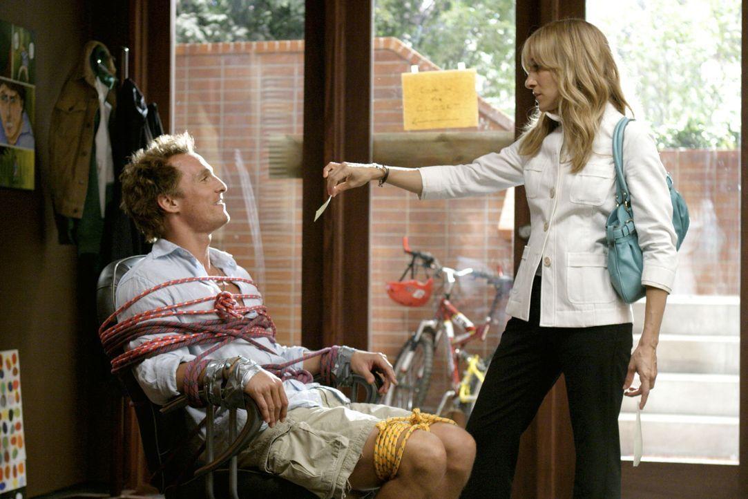 Bei ihrem Job, Tripp (Matthew McConaughey, l.) zum ausziehen aus dem elterlichen haus zu verführen, verliebt sich Paula (Sarah Jessica Parker, r.) i... - Bildquelle: TM &   Paramount Pictures. All Rights Reserved.