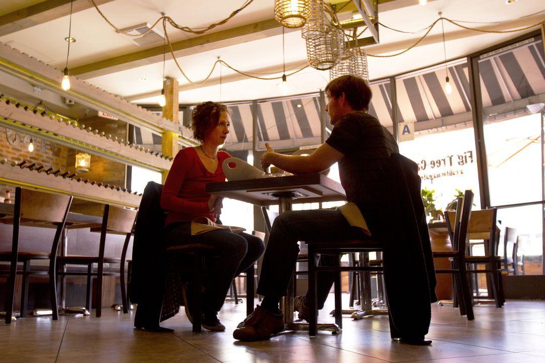 Die Beziehung zwischen Jen (l.) und Tahl (r.) wurde auf eine andere Stufe gestellt und Tahl gefällt das nicht wirklich ... - Bildquelle: Showtime Networks Inc. All rights reserved.