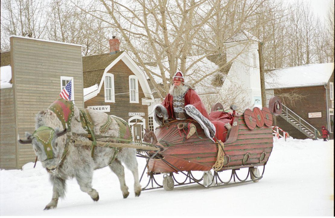 Santa Claus (Bill Goldberg) ist eigentlich ein Dämon. Mit seinem fliegenden Schlitten verlässt er den Nordpol, um einen blutigen Weihnachtsfeldzug... - Bildquelle: E.M.S. New Media AG