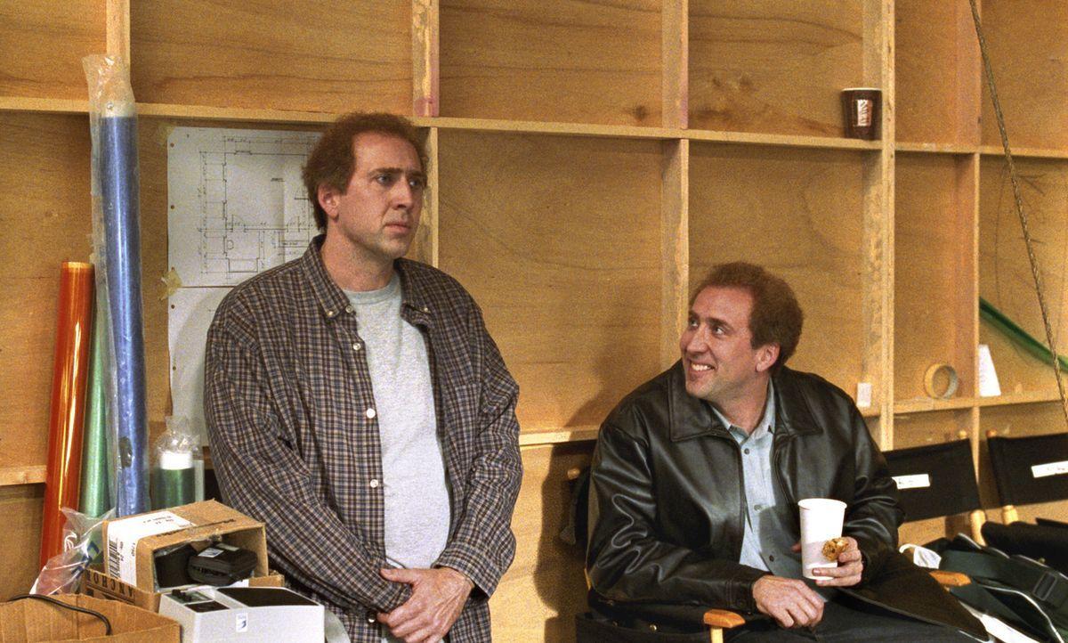 Frustriert und zugleich vernarrt in Orleans elegant geschriebenes, aber dennoch inhaltsloses Buch beginnt Kaufman (Nicolas Cage, l) ein Drehbuch üb... - Bildquelle: 2003 Sony Pictures Television International