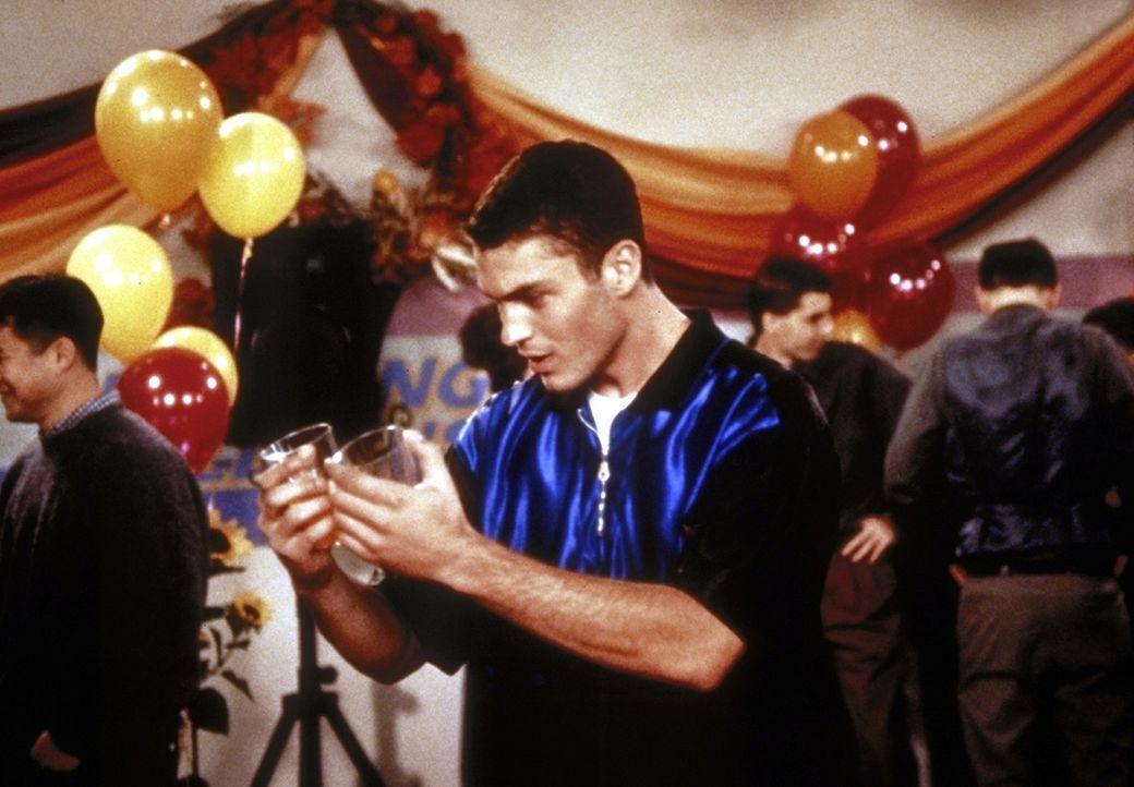Chad (Brian Austin Green) ist ein gebackener Traummann und von allen Dingen, die er sieht, total begeistert. - Bildquelle: Paramount
