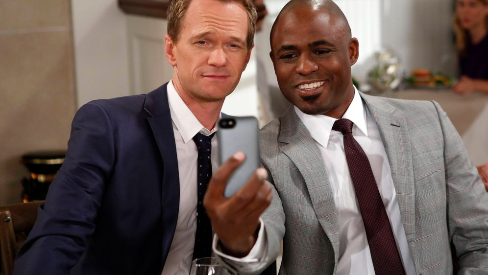Wayne Brady spielt James - Bildquelle: © 2013 CBS Broadcasting, Inc. All Rights Reserved.