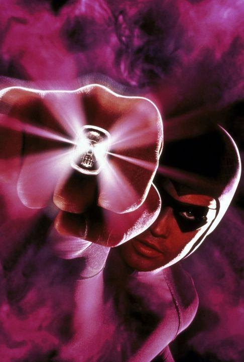 Das Phantom (Billy Zane) besitzt einen magischen Totenkopfring, der ihm große Kraft verleiht ... - Bildquelle: Paramount Pictures