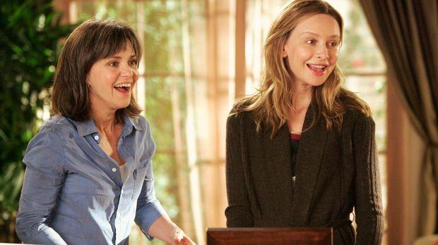 Ausgelassene Stimmung: Nora (Sally Field, l.) freut sich, Kittys (Calista Flo...