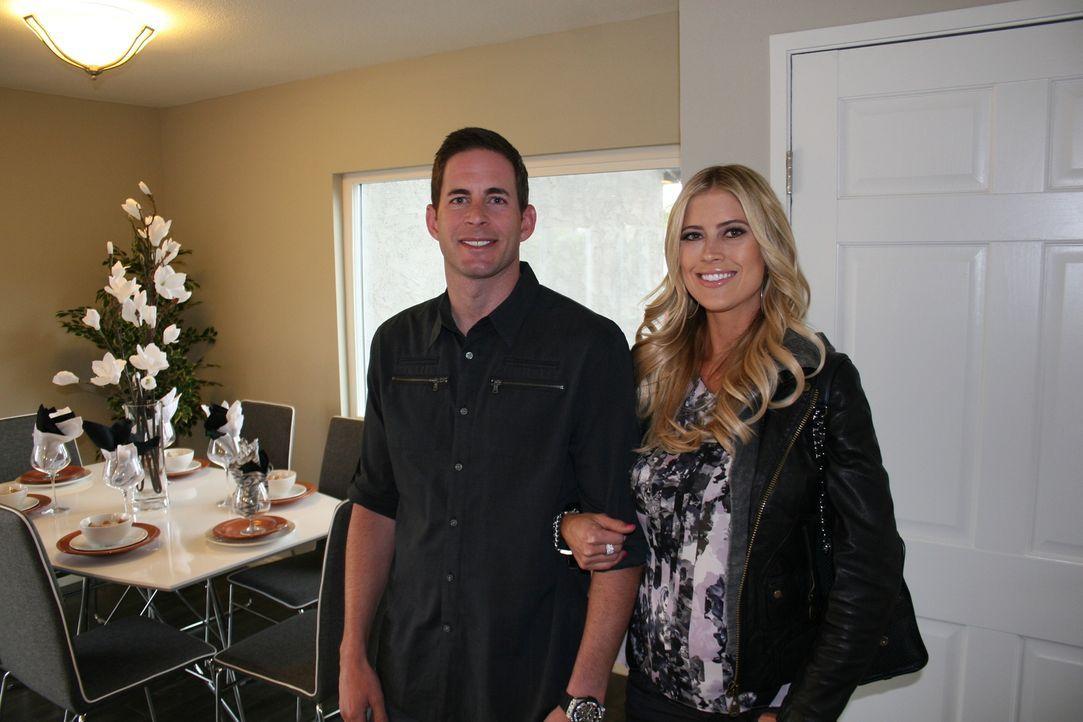 Tarek (l.) und Christina (r.) hoffen darauf, mit ihrem neusten Projekt den großen Gewinn zu machen ... - Bildquelle: 2015,HGTV/Scripps Networks, LLC. All Rights Reserved