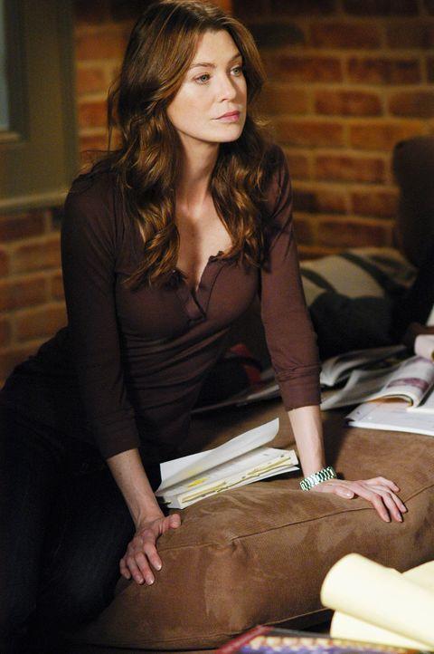 Während Meredith (Ellen Pompeo) für ihre Abschlussprüfungen lernt, müssen die Oberärzte den Vorstandschef des Seattle Grace behandeln ... - Bildquelle: Touchstone Television