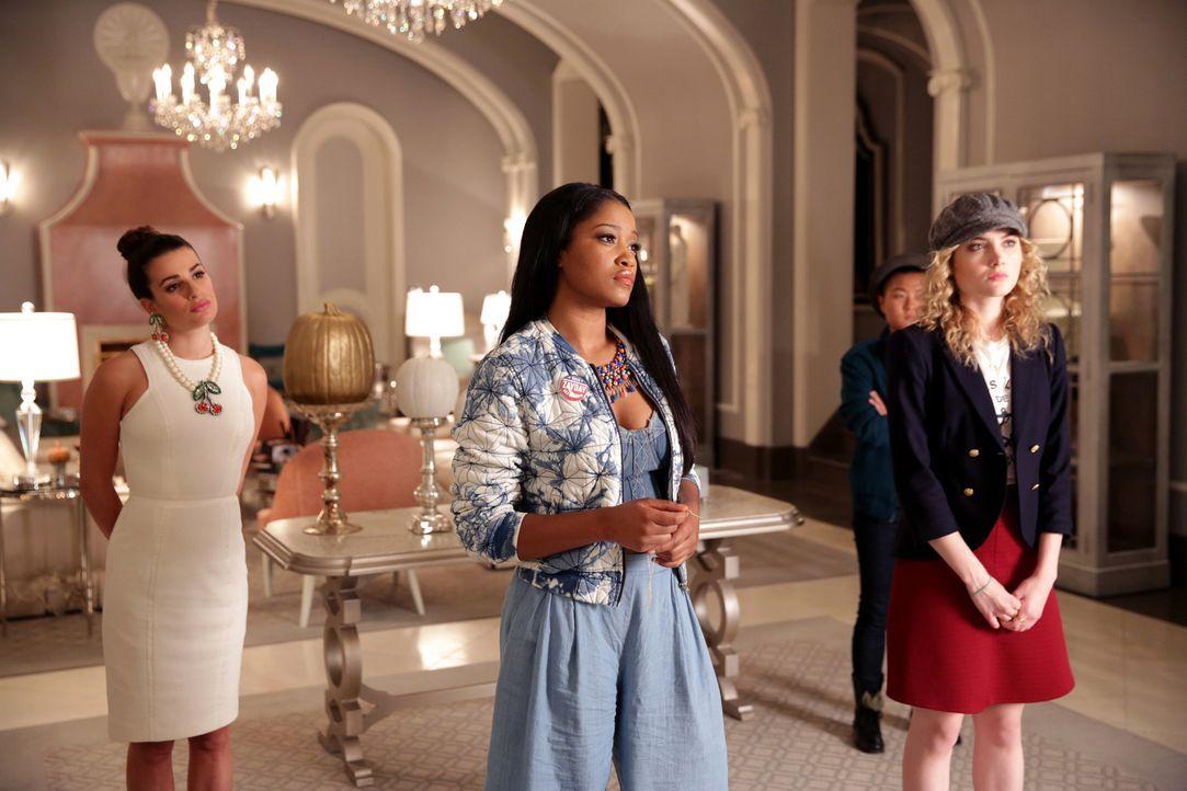 Chanel macht eine Ansage, die Hester (Lea Michele, l.), Zayday (Keke Palmer, M.) und Grace (Skyler Samuels, r.) sehr verwundert ... - Bildquelle: 2015 Fox and its related entities.  All rights reserved.