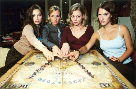 Geheimnisvolle Freundinnen - Als die vier Freundinnen Pia (Susanna Simon, 2.v...