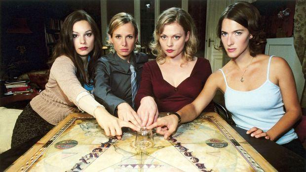 Als die vier Freundinnen Pia (Susanna Simon, 2.v.r.), Susanne (Margrit Sartor...
