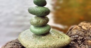 Ein Flirt ist ein Balanceakt: Zeigen Sie Interesse, aber werden Sie nicht zu...