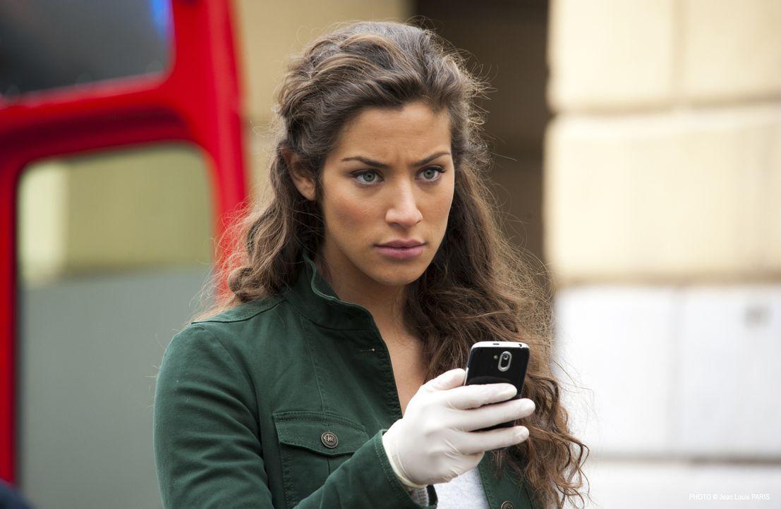 Ein neuer, komplizierter Fall wartet auf Sara (Manon Azem) und das Team ... - Bildquelle: Jean Louis PARIS