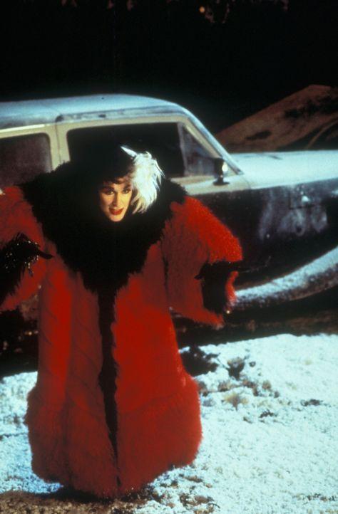 Die überspannte Mode-Designerin Cruella DeVil (Glenn Close) spinnt einen grausamen Plan ... - Bildquelle: Buena Vista Pictures