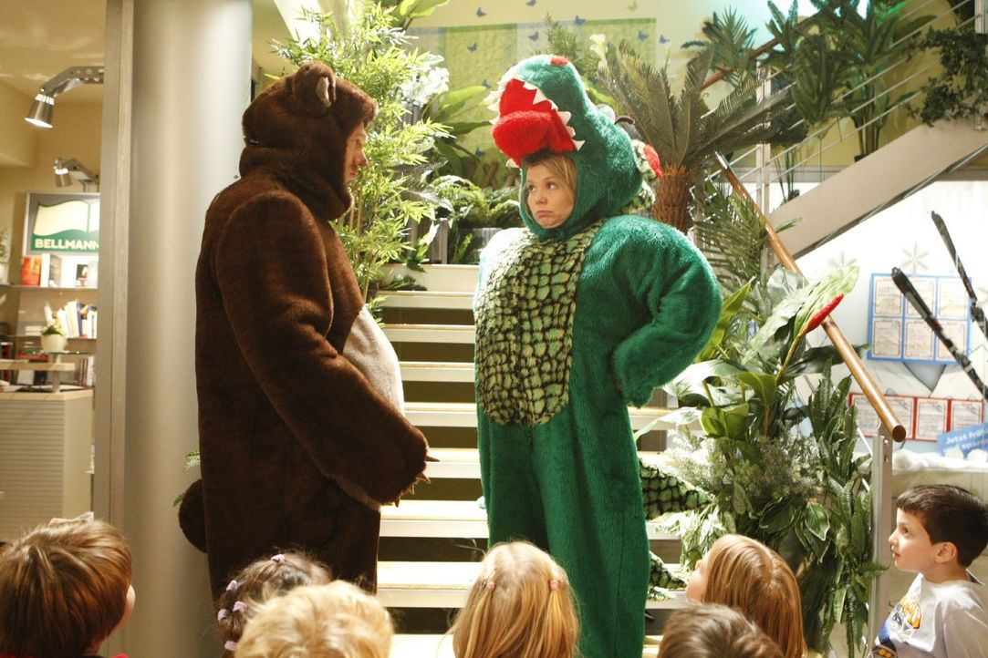 Nach der Kindergartenlüge muss Krokodanni (Annette Frier, r.) alles wieder gut machen und bekommt Hilfe von Sven (Jorres Risse, l.) ... - Bildquelle: Frank Dicks SAT.1