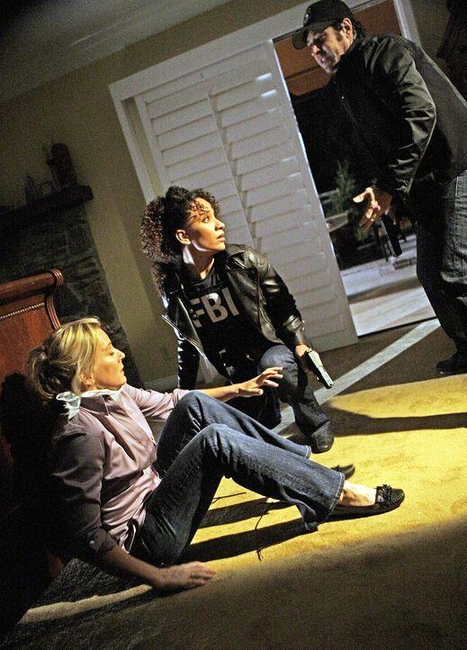 Nikki (Sophina Brown, M.) und Don (Rob Morrow, r.) werden zu einer Serie von Wohnungseinbrüchen hinzugezogen. Sie kommen gerade noch rechtzeitig, b... - Bildquelle: Paramount Network Television