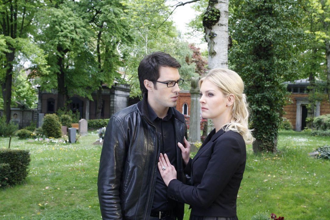 Kommen sich Mark (Arne Stephan, l.) und Alexandra (Ivonne Schönherr, r.) wieder näher? - Bildquelle: SAT.1