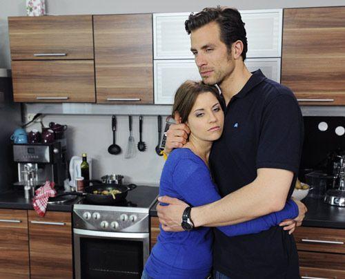 Bea bekräftigt Michael darin, die Scheidung hinter sich zu bringen. - Bildquelle: Christoph Assmann - Sat1
