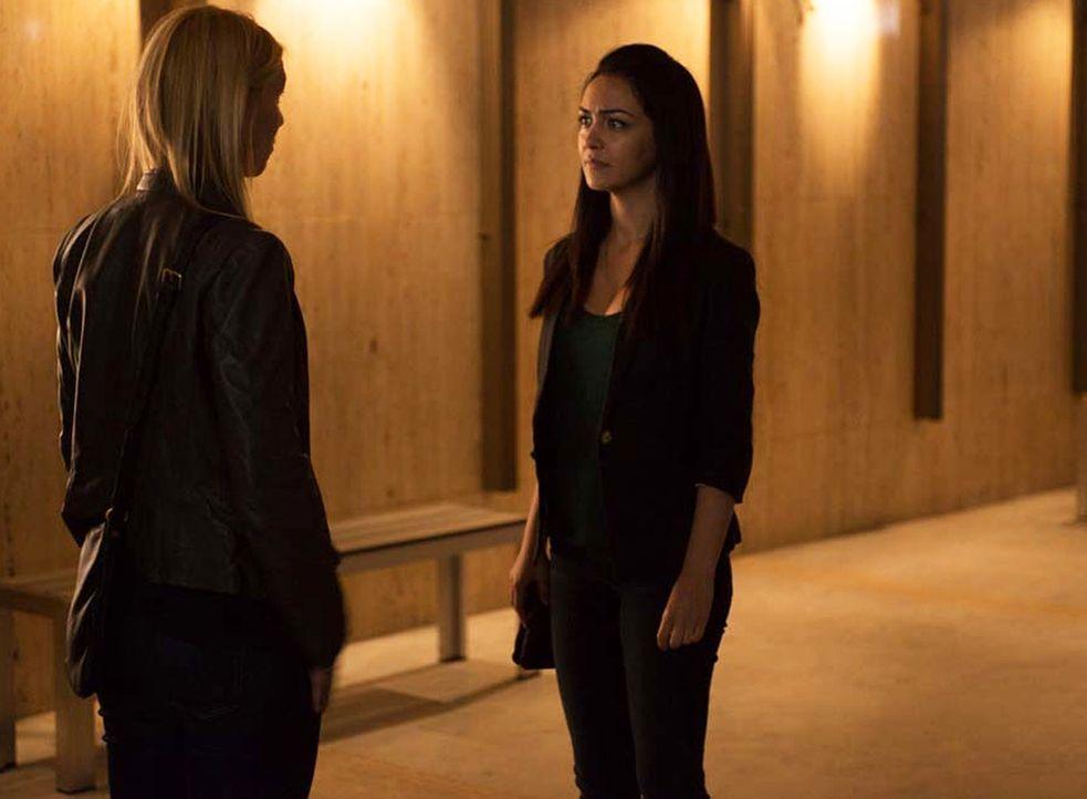 Verfolgen weiter ihre Mission, den Topterroristen Haqqani zu vernichten: Carrie (Claire Danes, l.) und Fara (Nazanin Boniadi, r.) ... - Bildquelle: 2014 Twentieth Century Fox Film Corporation