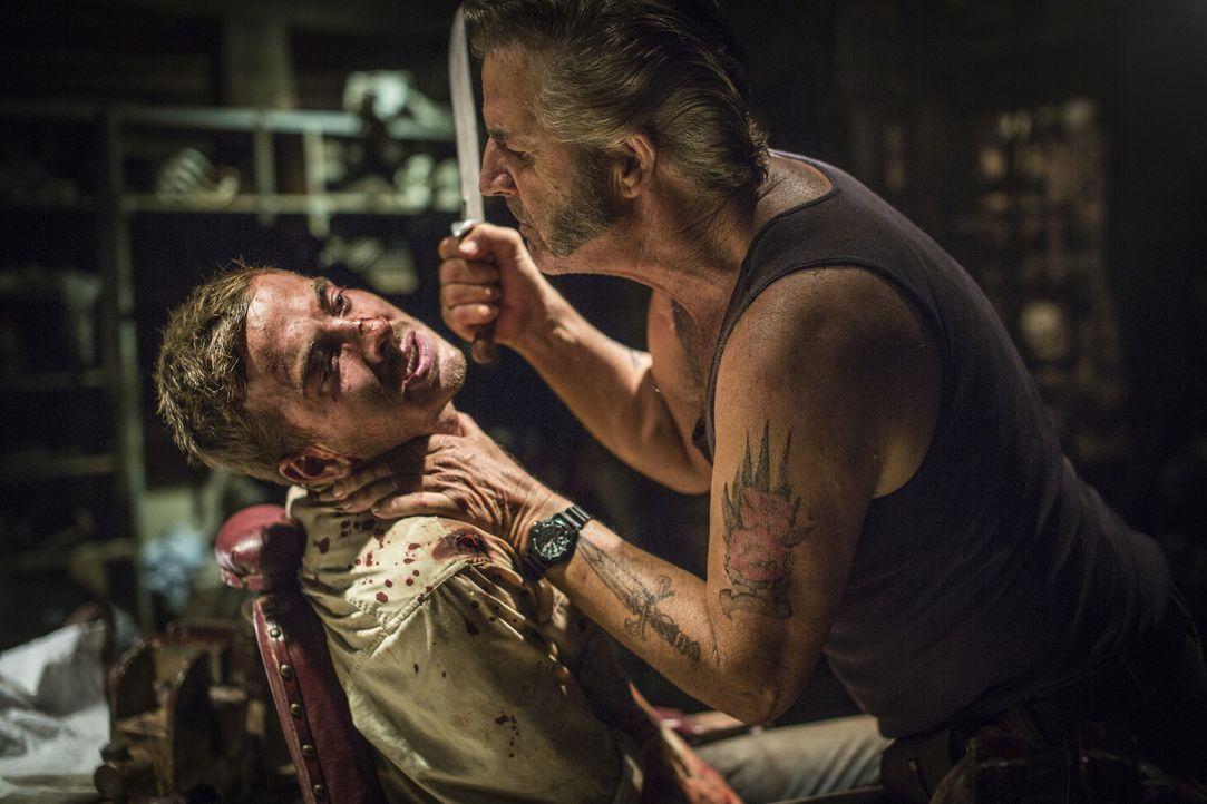 Ein gnadenloser Horror-Trip im australischen Outback nimmt für den Sunny-Boy Paul (Ryan Corr, l.) seinen Lauf, als er in die Fänge des Psychopathen... - Bildquelle: Mark Rogers 2013