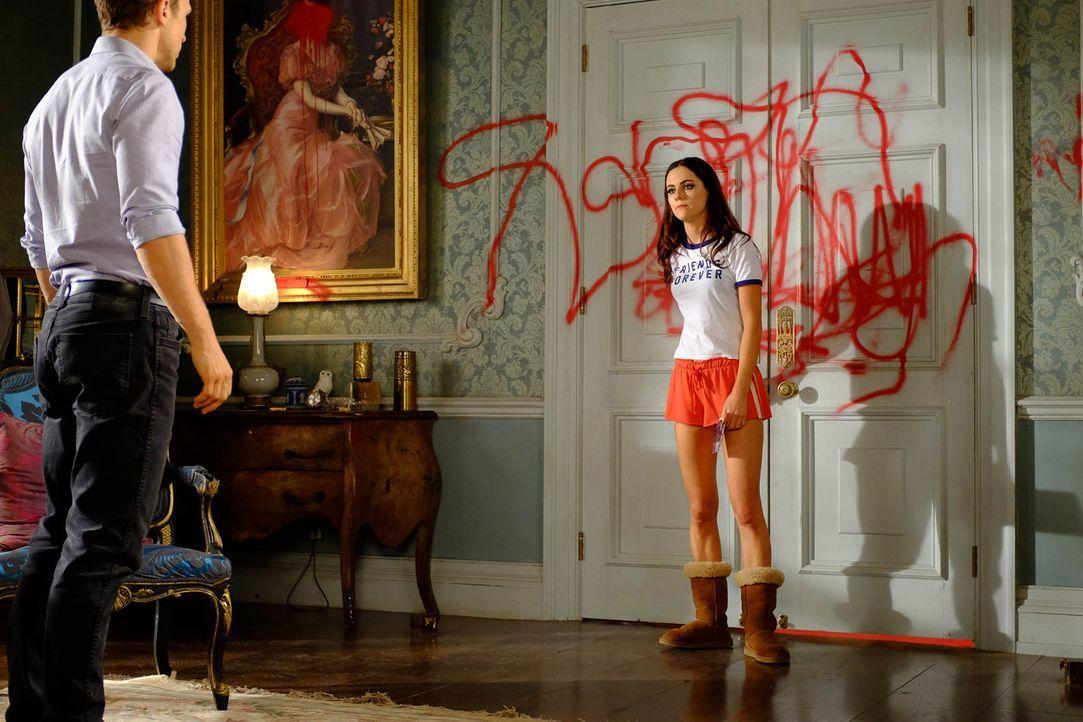 Wollen herausfinden, ob ihre Mutter wirklich eine Mörderin ist: Prinz Liam (William Moseley, l.) und Prinzessin Eleanor (Alexandra Park, r.) ... - Bildquelle: 2015 E! Entertainment Media LLC/Lions Gate Television Inc.