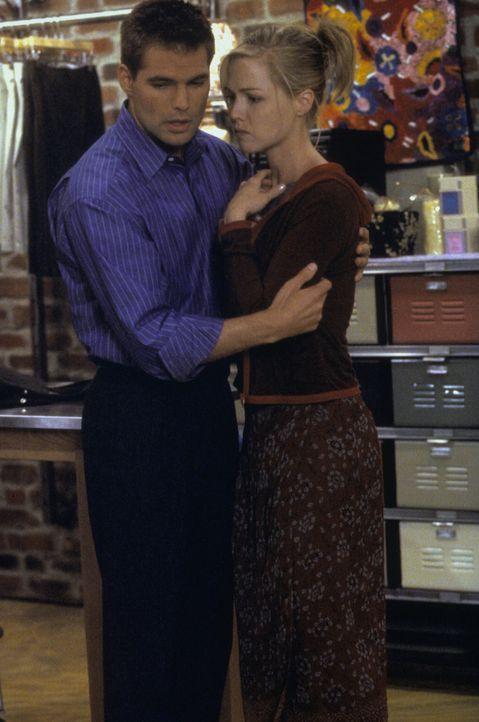 Was hält die Zukunft für Matt (Daniel Cosgrove, l.) und Kelly (Jennie Garth, r.) bereit? - Bildquelle: Paramount Pictures