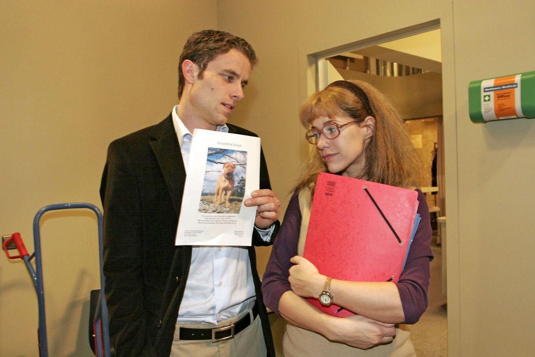 Max (Alexander Sternberg, l.) gibt vor, dass sein Engagement für ein Tierheim ihm keine Zeit lässt, um mit Lisa (Alexandra Neldel, r.) einen Kaffe... - Bildquelle: Sat.1