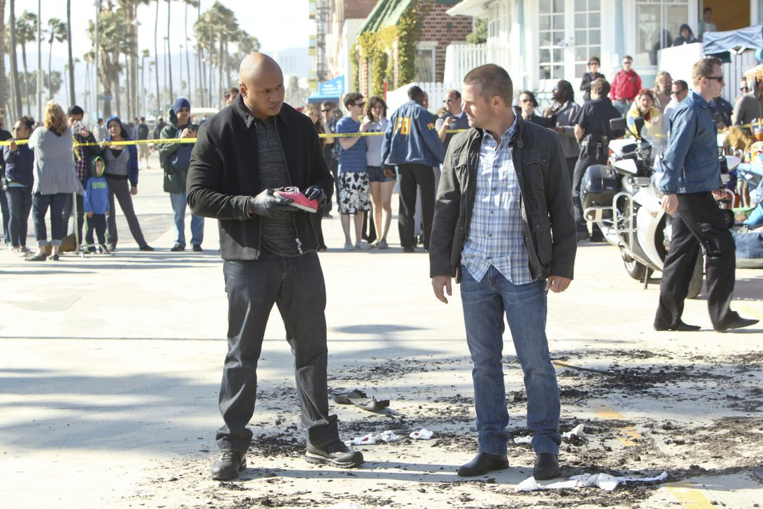 Die Explosion während einer vom Militär gesponserten Wohltätigkeitsveranstaltung schockt Sam (LL Cool J, l.) und Callen (Chris O'Donnell, r.) ebenso... - Bildquelle: CBS Studios Inc. All Rights Reserved.