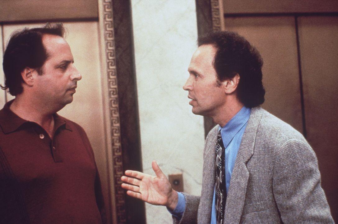 Als Mitch (Billy Crystal, r.) ihm etwas über eine Schatzkarte erzählt, weiß Glen (Jon Lovitz, l.) nicht so recht, was er davon halten soll ... - Bildquelle: Warner Bros.