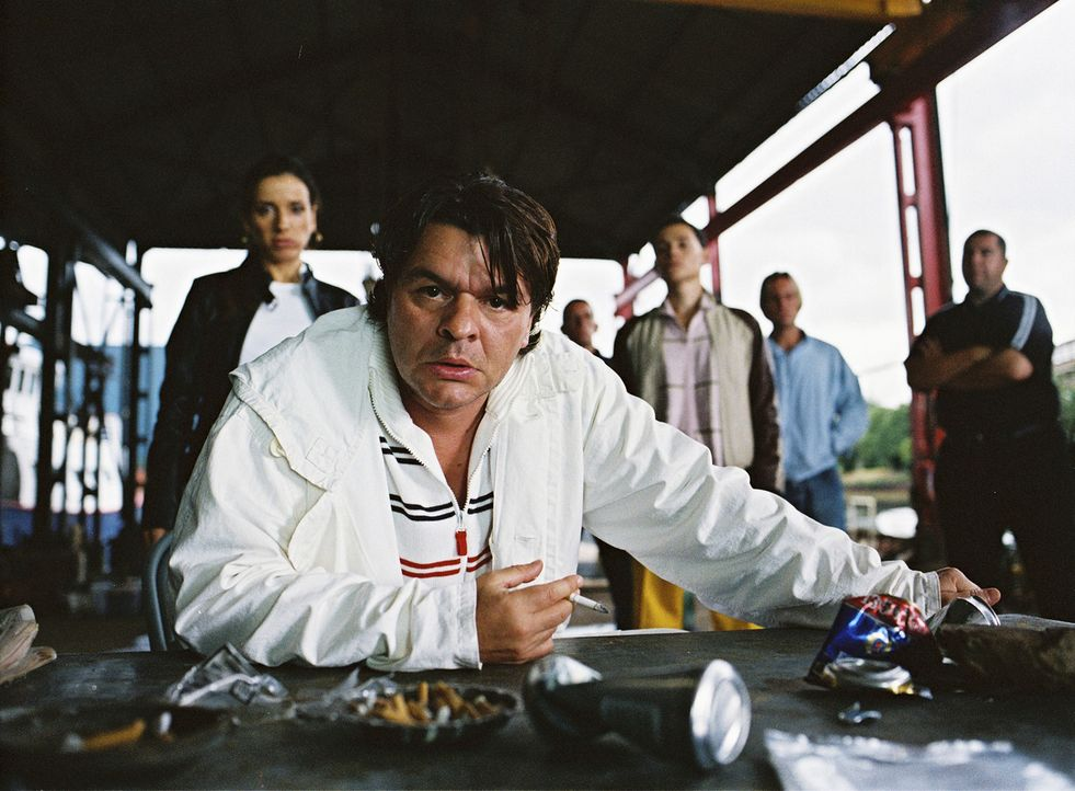 Ein Kokaindealer soll einen Deal über eine Million Ecstasypillen mit Duke (Jamie Foreman) abwickeln, der genau der Kategorie unberechenbarer Gangst... - Bildquelle: 2004 Columbia Pictures Industries, Inc. All Rights Reserved.