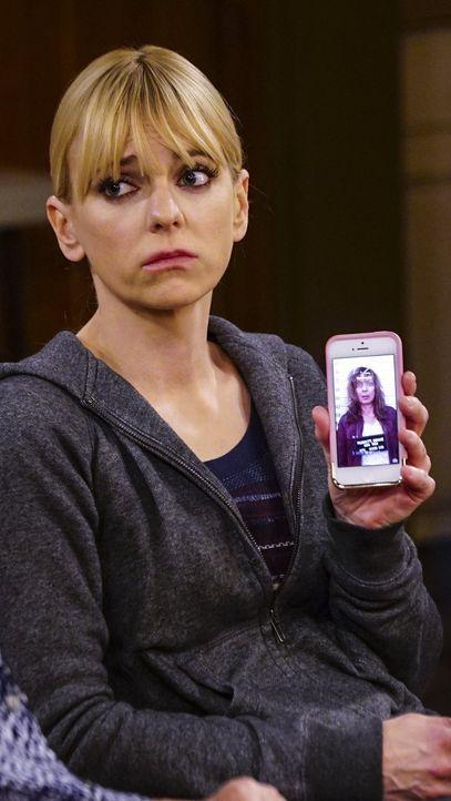 Der Tod von Jodi hat Christy (Anna Faris) schwer getroffen. Deshalb kommt es ihr gerade Recht, dass ihre Mutter Bonnie vorhat, die Trauer beiseite z... - Bildquelle: 2015 Warner Bros. Entertainment, Inc.