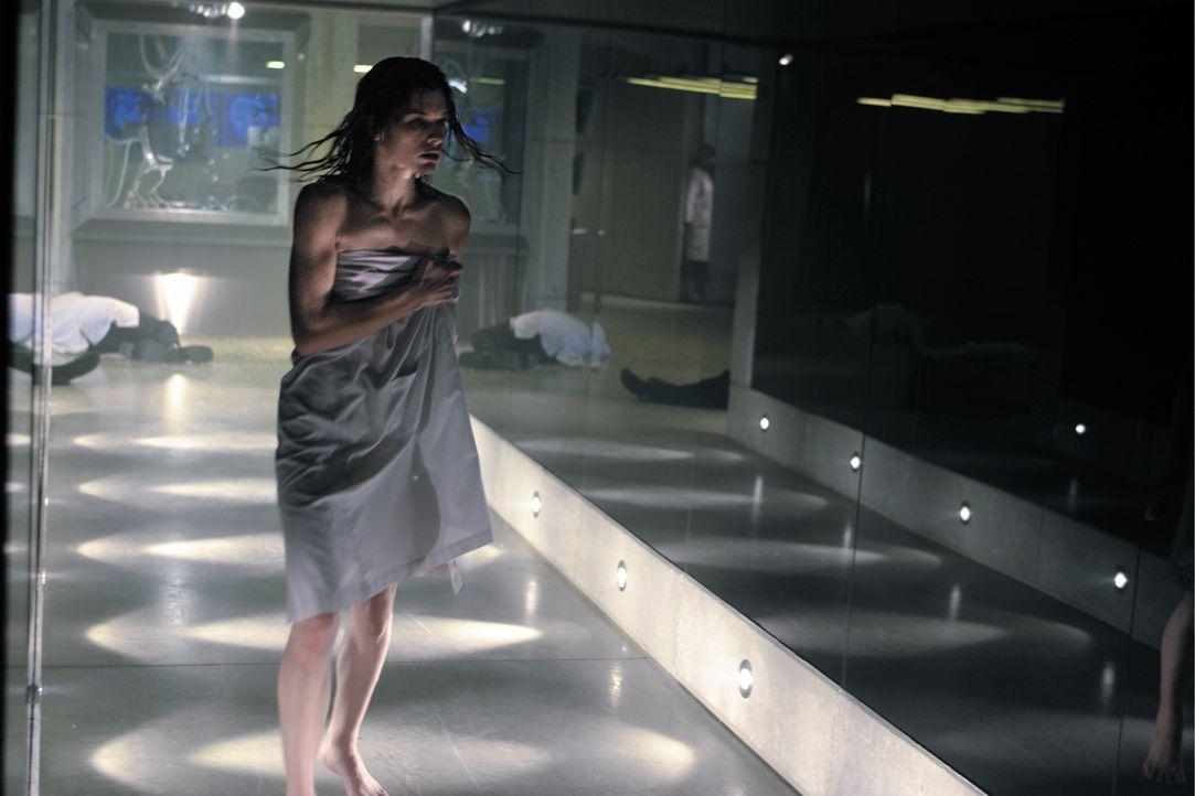 """Gemeinsam mit den letzten Überlebenden versucht Alice (Milla Jovovich) aus der """"Stadt des Todes"""" zu fliehen, bevor Major Cain diese dem Erdboden gle... - Bildquelle: Constantin Film"""