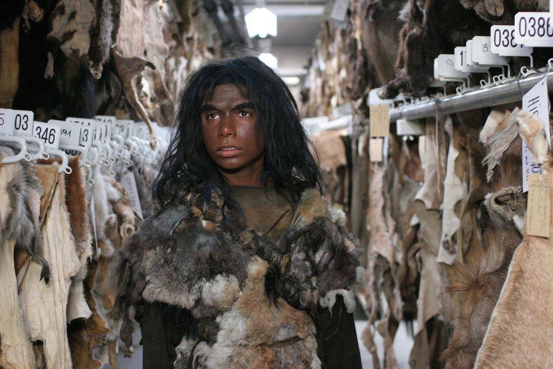 Wurde durch einen Meteorit zum Leben erweckt: Neandertalerjunge Bataa (Clarence John Ryan) ... - Bildquelle: Petro Domenigg Dor Film